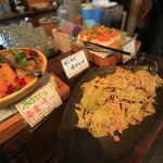 伝 - ザーサイ焼きそば、野菜の南蛮漬け