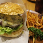 CHATTY CHATTY - バジルマッシュルームチーズバーガー&フライドポテト