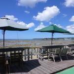 浜辺の茶屋 - 入り口横の屋上席!