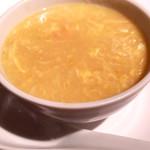 悠苑 - カニ肉入りコーンスープ