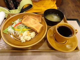 CORITA CAFE - とろ~りチーズのホットサンドセット