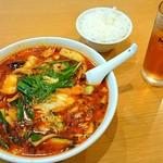 興口福 - 極辛麺極辛・セットのご飯・サービスのお茶
