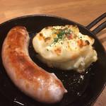 GABUCHIKIワイン食堂 - ソーセージとポテトサラダのオーブン焼き?