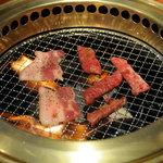 清香園 - 炭火で焼きます
