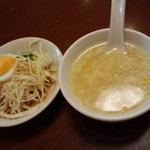 7048190 - サラダとスープ