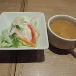 神田の肉バル RUMP CAP - ランチセットのサラダとスープ