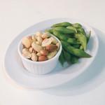 東京ベリーニカフェ - ビアガーデンプラン の ミックスナッツ&枝豆