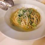 東京ベリーニカフェ - ビアガーデンプラン の しらすとブロッコリーのペペロンチーノ