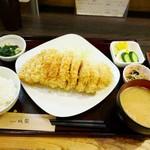 70481755 - 鹿児島県産黒豚特ロースかつ定食と雪室熟成豚シャ豚ブリアン2個