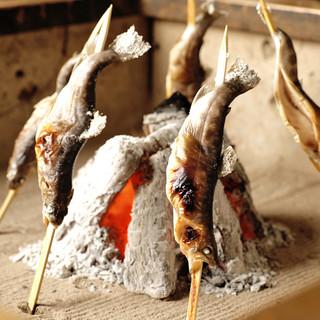 【個室あり】全席囲炉裏完備!焼きたての美味しい魚を味わう