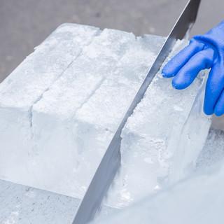氷は毎日業者から購入して刺身の器などに使用する徹底ぶり。