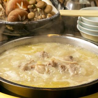 旨味たっぷりのスープがポイント『黄金のとり水炊き』鍋