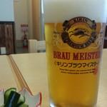 川正 - 生ビール680円はブラウマイスターと漬物