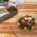 パッパパスタ - 生ハムとモッツァレラの冷製トマトパスタ ローズマリーパン