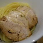 煮干し中華そば 一剣 - チャーシュは「形」を保ちつつも柔らかくて美味しい