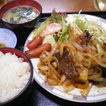 港堤 - 焼肉定食¥860