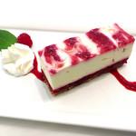 アニヴェルセルカフェ - ラズベリーのチーズケーキ