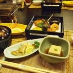 季節料理 魚喜 - テーブル方式なので 足が弱い方も