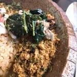 旧ヤム邸 シモキタ荘 - 【万願寺唐辛子と作る辛味鶏キーマ モロヘイヤともも肉のクミン炒めのせ】