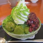 茶亭SUMI - ソフトクリームが載った抹茶かき氷