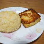 ネコノテパン工場 - 家内にあげたメロンパンとフレンチトースト(2017.7.24)