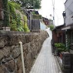 ネコノテパン工場 - おまけ・尾道は、こんな石畳の坂や階段が続きます(2017.7.24)