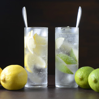 冷凍レモンを氷代わりに♪【氷レモンサワー】は夏にピッタリ★