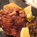 瑠璃座 - 自慢の厚切り牛タン炭火焼き