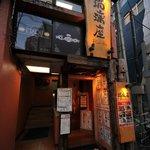 瑠璃座 - 仙台の歓楽街、国分町の大通りに面しています。