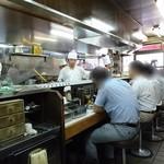 キッチン南海 - 店内は常に満席