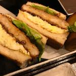 桜山 珈琲 - エビカツサンド 卵サラダがはさんであって、これまた美味しいです!