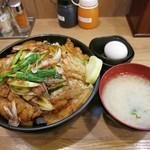 伝説のすた丼屋 - 厚切り豚の特すたどん・肉増し・飯増しw 味噌汁の椀が微妙にでかいですw