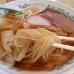 栄屋分店 - 冷やしワンタンメンの麺