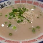田中商店 - 替え玉馬鹿!脂控えめ、タレ抜きの追いスープ、葱サービス。