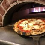 Piattini Micio - 石窯で焼きたてアツアツ