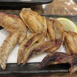 博多豊一長浜食堂 - なぜか手羽先(笑)。