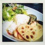 アナログ カフェ ラウンジ トーキョー - エビとオクラのココナツグリーンカレー