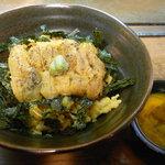 焼き屋季利呼 - うに丼 1枚のウニの半分をご飯に混ぜ、残り半分を焼ウニに