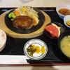 居食屋一樹 - 料理写真:チーズ・イン・ハンバーグ定食