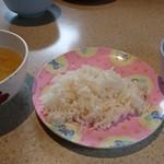 カオマンガイ - スープ  ライス グリーンカレー は 食べ放題 ❣️