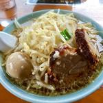 らぁめん大山 - 大麺(平打ち麺)850円に味玉100円