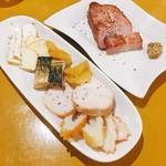 ブルーパブムーンライト - 厚切りベーコン @600円 燻製の盛り合わせ @600円