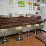 博多ラーメン 長浜や - カウンター席もございます