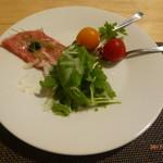 シュラスコレストラン ALEGRIA shinjuku - 仙台和牛のカルパッチョにキャビアのせ、トマトのピクルス