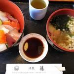 活漁レストラン藤 - うどんの麺が伸びるき、先に食べます~ 残ったお汁は、丼のお供♪