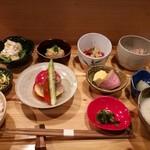 70520152 - 一汁八菜 1250円