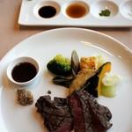 近江牛レストラン ティファニー - ステーキには塩、抹茶塩、おろし醤油、生醤油、ワインソース、マスタードなど