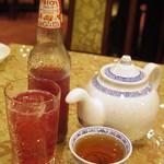 中國料理 聚寳園 - 葡萄サイダーとお茶ポット