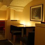 カーヴドシャンパーニュ ディヴァン - 2階テーブル席