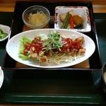 めし屋 里 - 日替わり定食(鶏のチリソース)